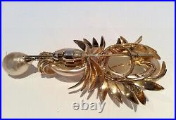 Very rare, 1931 2 part pin Brooch, Gold and Large Pearls. Grosse for DIOR
